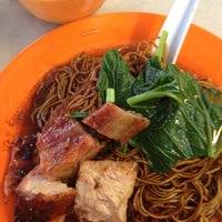 Photo taken at Restoran Kam Heong 甘香茶室 by Kelvin W. on 11/9/2012