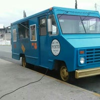Photo taken at El Punto Food Truck by Luis T. on 9/27/2014