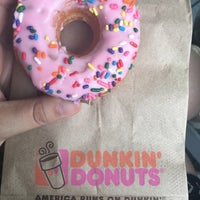 Photo taken at Dunkin' Donuts by Yağmur A. on 9/18/2016