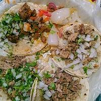 Photo taken at Tacos Los Güeros by Coniquita I. on 9/11/2014