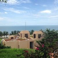 Photo taken at Sheraton Gambia Hotel Resort & Spa by Efe on 8/13/2015