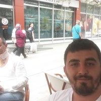 Photo taken at Pizzeria Bingo by Yunus Emre Ç. on 4/30/2018