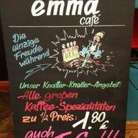 Das Foto wurde bei emma Café-Bar von emma Café-Bar am 9/1/2013 aufgenommen