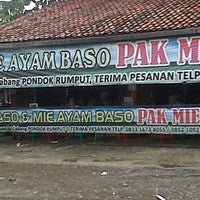 Photo taken at Mie Ayam Pak Mien by Iwenk M. on 1/31/2013