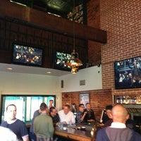 Foto scattata a JR's Bar & Grill da Xander H. il 5/25/2013