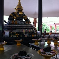 Photo taken at วัดศีรษะทอง (วัดพระราหู) Wat Sisa Thong by Jeab O. on 5/24/2013