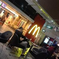 Photo taken at McDonald's & McCafé by Tun Teja T. on 11/16/2012
