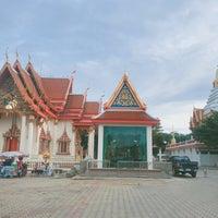 Photo taken at Wat Intharawat (Wat Pradu) by Amzii O. on 6/25/2017