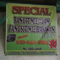 Photo taken at Pangsit Mie Ayam Tuban Pak Suci by Novantino r. on 1/24/2014