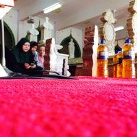 Photo taken at Kubah Makam Diraja Brunei by Azran Malda A. on 11/18/2016
