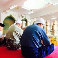 Photo taken at Kubah Makam Diraja Brunei by Azran Malda A. on 11/25/2016
