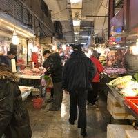 Photo taken at 仁愛市場 Ren-ai Market by Micco on 2/3/2018