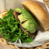 Photo taken at Freshness Burger by 紗 on 5/1/2016
