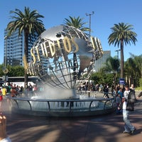 Foto scattata a Universal Studios Hollywood Globe and Fountain da Sergey S. il 11/11/2012