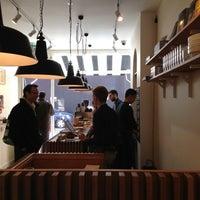 4/7/2013 tarihinde Andyziyaretçi tarafından The Monocle Café'de çekilen fotoğraf