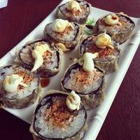 Foto tirada no(a) Sakae Sushi por Douglas O. em 10/17/2012