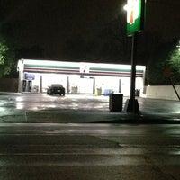 Foto scattata a 7-Eleven da chris c. il 1/27/2013