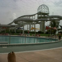 Photo taken at Wet 'n Wild by Mar S. on 6/8/2013