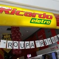 Photo taken at Ricardo Eletro by Rodrigo S. on 2/21/2014