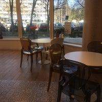 """Снимок сделан в Cofetăria """"Constance"""" пользователем Klaudia L. 3/22/2017"""