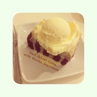 Photo taken at Blackstone Bakery And Cafe by Jilin A. on 3/11/2014
