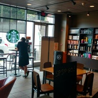 Photo taken at Starbucks by Netto Almeida A. on 7/15/2016