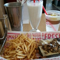 Photo taken at Smashburger by Jennice G. on 7/7/2015