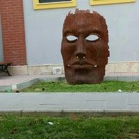 Photo taken at Anadolu Üniversitesi Güzel Sanatlar Fakültesi heykel atölyeleri by Sevil M. on 6/5/2016