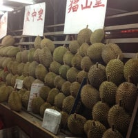 Photo taken at Durian lingers by Taufik R. on 11/12/2012