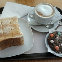 Photo taken at The Traveller Caffé by Ana B. P. on 2/1/2014