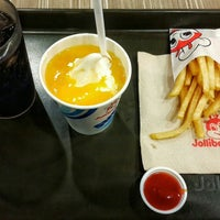 Photo taken at Jollibee by Zandro P. on 10/23/2015