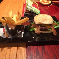Photo taken at Red Robin Gourmet Burgers by J-R on 11/19/2013