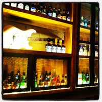 Foto tomada en Hudson Bar por Christian G. el 12/6/2013