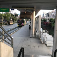 Photo taken at BRT อาคารสงเคราะห์ (Arkhan Songkhro) by mook m. on 1/25/2018