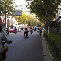 Photo taken at 팀 슈아이 양꼬치집 by Jeicee on 10/24/2012