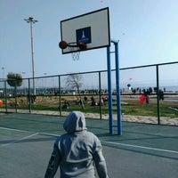 Photo taken at Bostanlı Basketbol Sahası by Emin E. on 3/4/2017