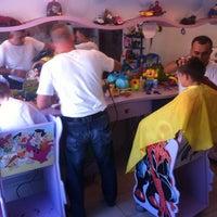 Das Foto wurde bei Alim Çocuk Kuaförü von Bora A. am 9/7/2013 aufgenommen