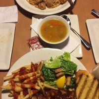 Photo taken at Boston Pizza by Leticia C. on 8/8/2015