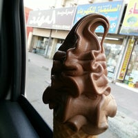 Photo taken at أيس كريم المهـند   AlMuhanad icecream by Roz . on 12/14/2014