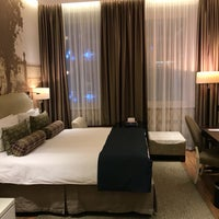 Снимок сделан в Hotel Indigo пользователем Julia N. 12/4/2017