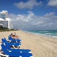 Foto tirada no(a) Deauville Beach Resort por Julian B. em 12/14/2012