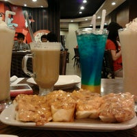 Photo taken at Pizza Hut by May M. on 9/6/2013