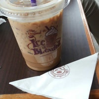 Photo taken at The Coffee Bean & Tea Leaf by Margareth Dewi A. on 12/12/2014