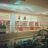 Photo taken at Brisbane Square Library by Fernando Douglas T. on 1/5/2013