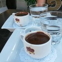 8/16/2015 tarihinde Merve G.ziyaretçi tarafından Karamel Cafe&Patisserie'de çekilen fotoğraf