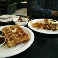 Photo taken at Waffle House by Jayachand P. on 5/11/2015