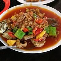 Photo taken at Pandan Hijau Restoran by Tommy P. on 1/15/2013
