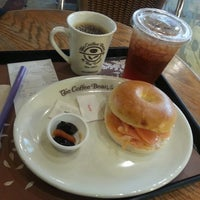 Photo taken at The Coffee Bean & Tea Leaf by Wal Ken S. on 9/11/2013