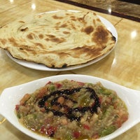 Photo taken at Zam Zam Arabic Restaurant by Qishin T. on 9/8/2016