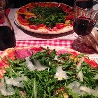 Photo prise au Pizzeria Ciao Tutti par Julia C. le12/5/2014